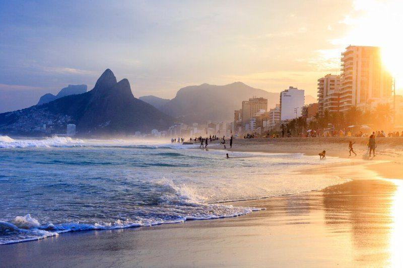 Een beeld uit ht boek Dualidade van Frederic Van Grootel. Dit is een strand in Brazilië