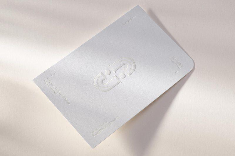 Inspiratiekaart van Café Cliché met letterpress en 3d blinddruk op Multidesign Rough white.