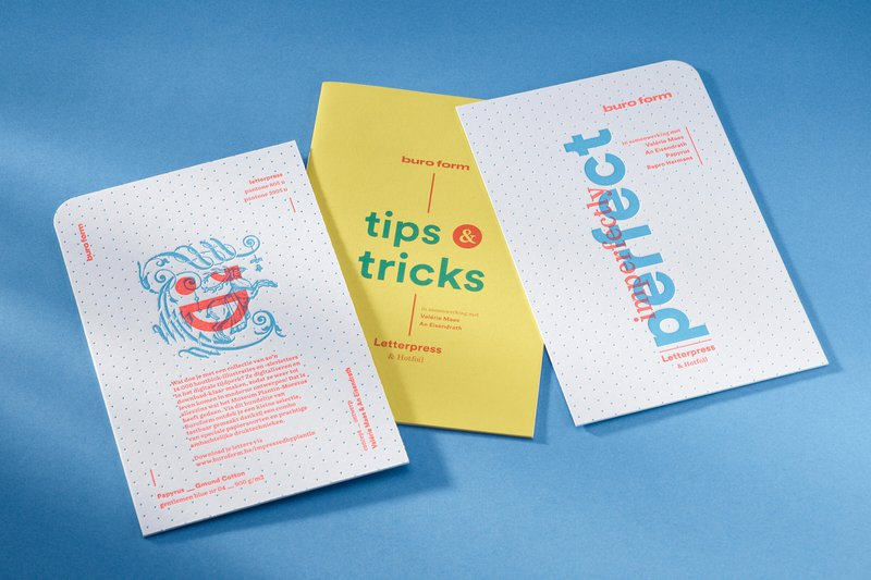 De covers van het bundeltje inspiratiekaarten en een boekje met tips & tricks over hotfoil en letterpress.