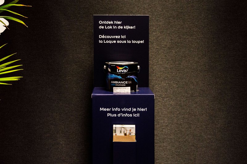 POS-materiaal: Display met verf voor Levis van Akzonobel