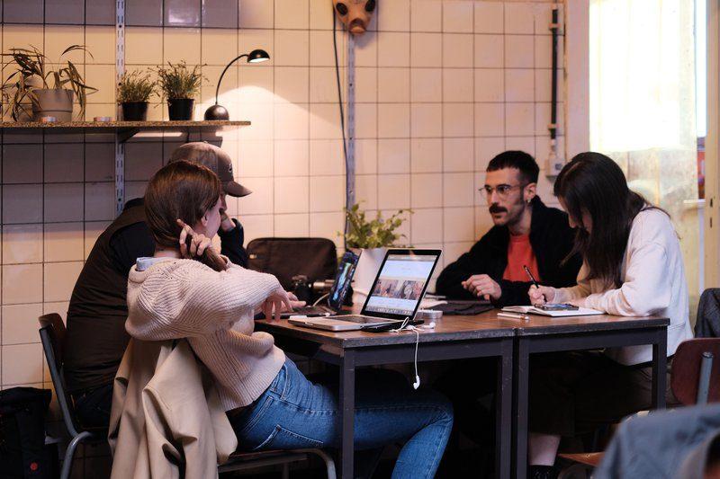 The making off: creatievelingen werken aan het DATE Antwerp Kunstboek van This is Antwerp.
